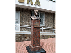 Дмитров, Бюст маршалу Г.К. Жукову