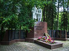 Дмитров, Боевое захоронение и перезахоронение