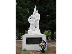 Дмитровка, Боевое захоронение и перезахоронение