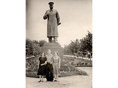 Дмитров, Памятник Сталину